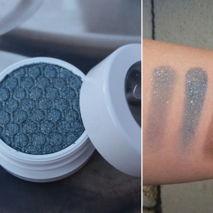 Super Shock Shadow: Krinkle, Left swatch: Brush, Right swatch: Finger